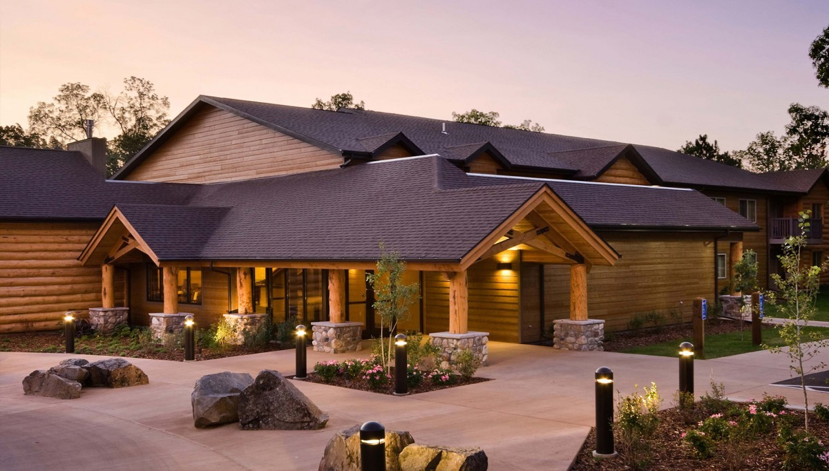 Evening exterior of Creekside Lodge
