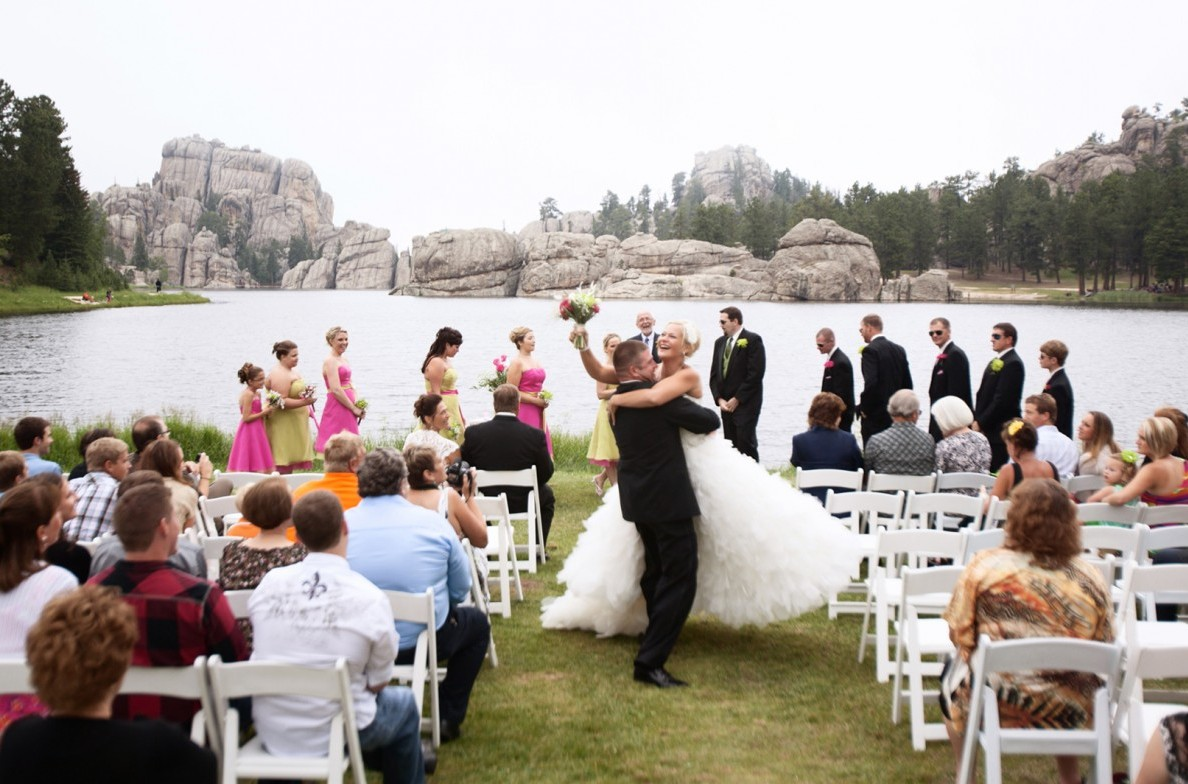 Ceremony at the Lakeside Lawn.