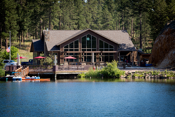 Exterior of Legion Lake Lodge